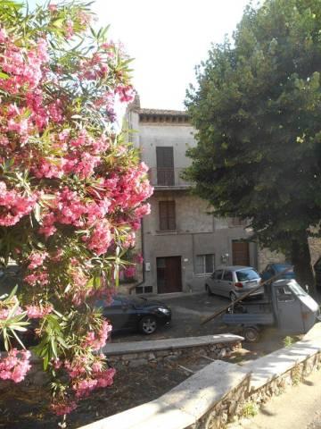 Appartamento in buone condizioni arredato in vendita Rif. 4831962