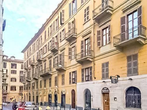Immagine immobiliare Negozio in vendita a Torino Centro A Torino, in Via Rattazzi, zona Centro, a pochi metri da Via Lagrange e dalla Stazione di Porta Nuova, in prestigioso stabile d'epoca, proponiamo in vendita locale commerciale completamente ristrutturato...
