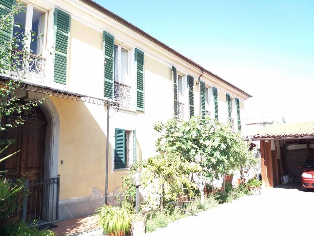 Appartamento in buone condizioni in vendita Rif. 8760586