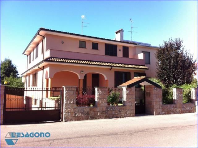 Villa in vendita a Sedriano, 6 locali, prezzo € 730.000 | CambioCasa.it