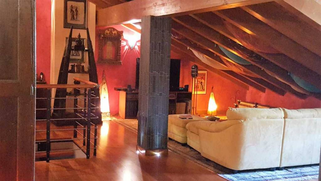 Appartamento in buone condizioni arredato in affitto Rif. 8479009