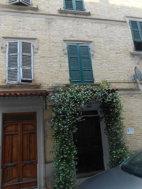 Appartamento in ottime condizioni arredato in vendita Rif. 7856998