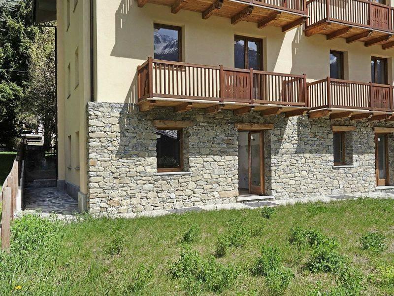 Morgex La Ruine, nuovi 123 mq bi-livello, 2 soggiorni, 3 camere, 2 bagni, giardino