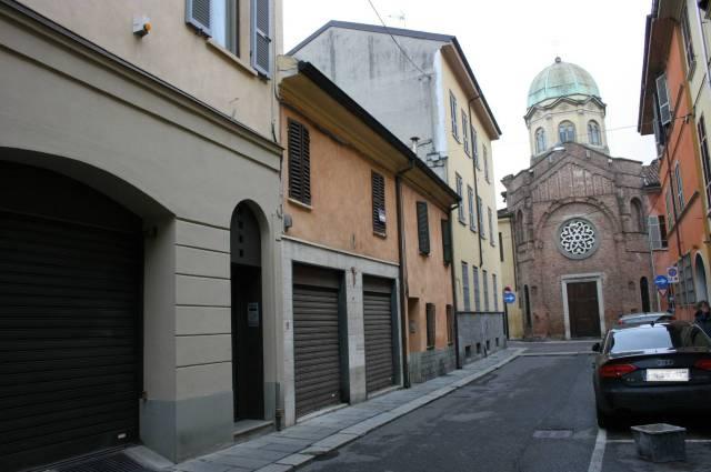 Negozio-locale in Vendita a Piacenza: 5 locali, 137 mq