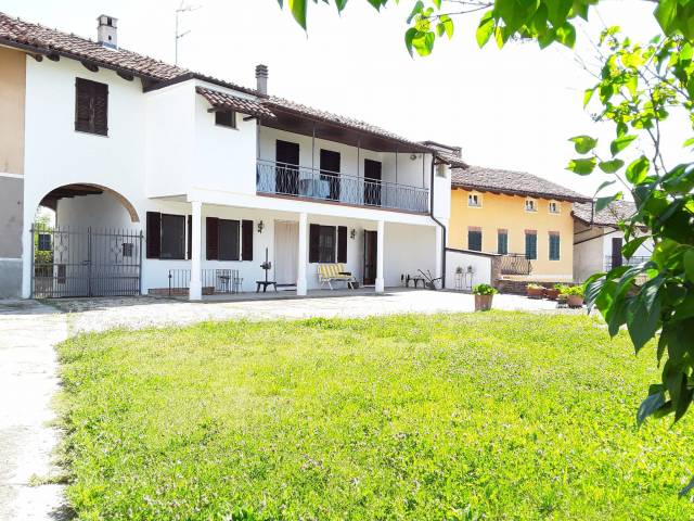 Rustico / Casale in vendita a Govone, 6 locali, prezzo € 179.000 | Cambio Casa.it