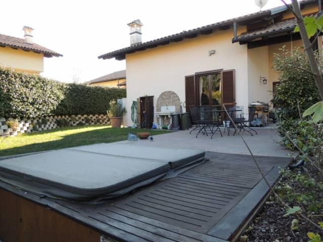 Villa in vendita a Fino Mornasco, 4 locali, prezzo € 430.000 | Cambio Casa.it