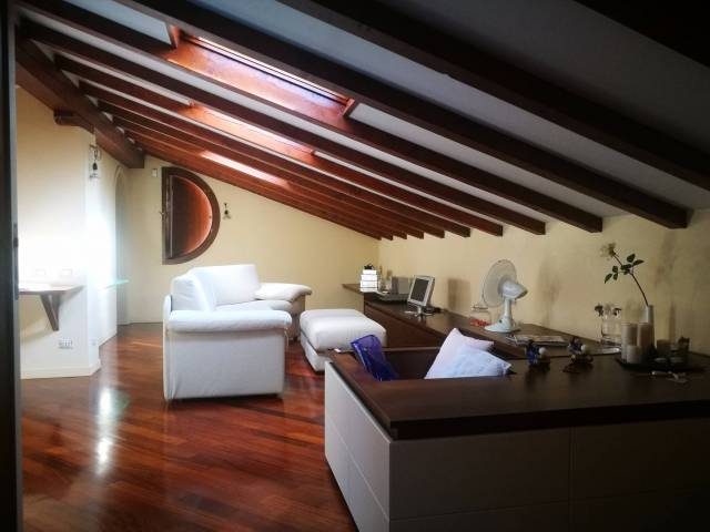 Villa a Schiera in Vendita a Buguggiate