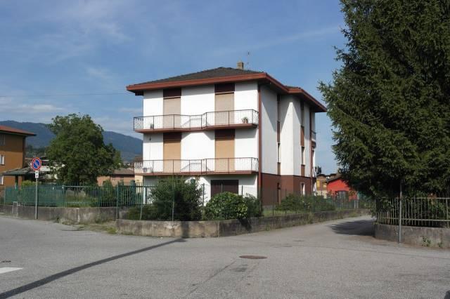 Appartamento in vendita a Besozzo, 4 locali, prezzo € 90.000   Cambio Casa.it