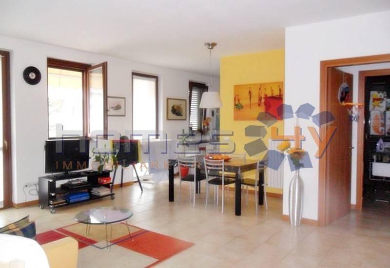 Appartamento in buone condizioni arredato in vendita Rif. 8006453