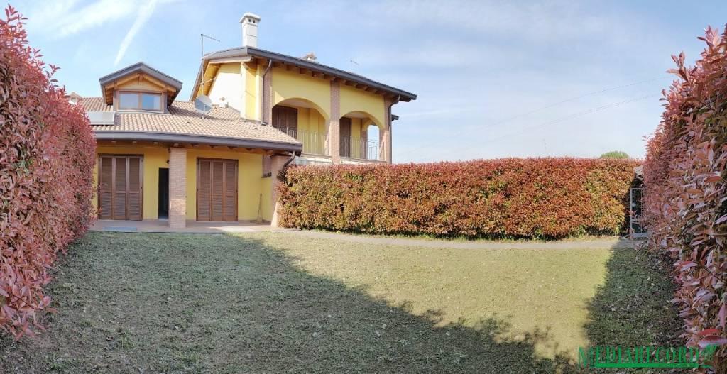 Villa a Schiera in vendita a Bregnano, 3 locali, prezzo € 270.000 | CambioCasa.it