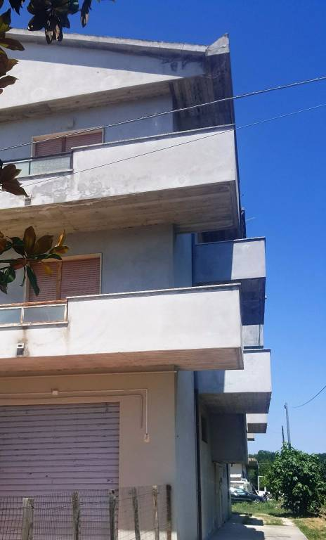 Appartamento in buone condizioni in affitto Rif. 8022426