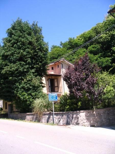 Villa in ottime condizioni parzialmente arredato in vendita Rif. 4379246