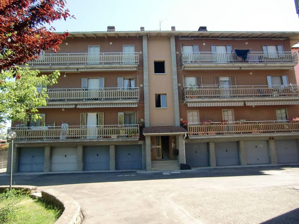 Appartamento in buone condizioni in vendita Rif. 9108154