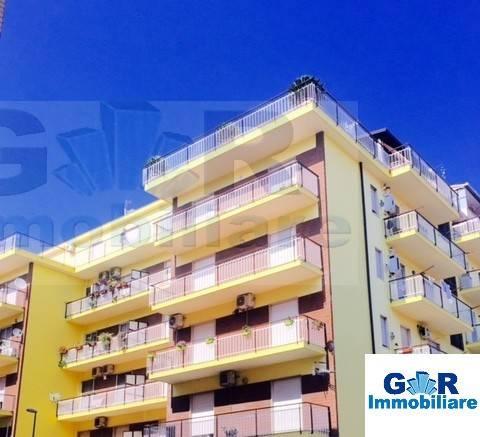Appartamento in buone condizioni in affitto Rif. 8973754