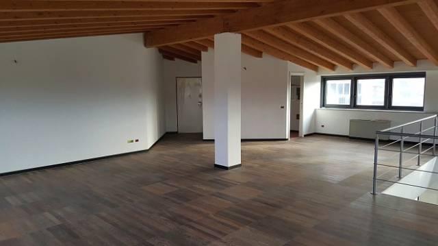 Ufficio / Studio in vendita a Borgomanero, 2 locali, prezzo € 310.000 | CambioCasa.it