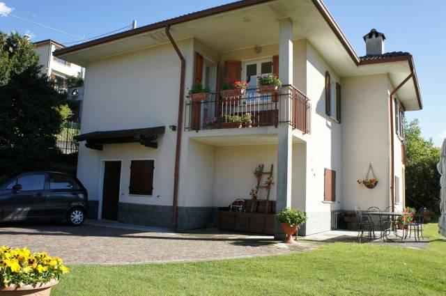Villa in vendita a Luino, 6 locali, prezzo € 360.000 | Cambio Casa.it