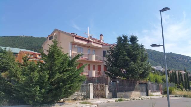 Appartamento in buone condizioni in vendita Rif. 6946950