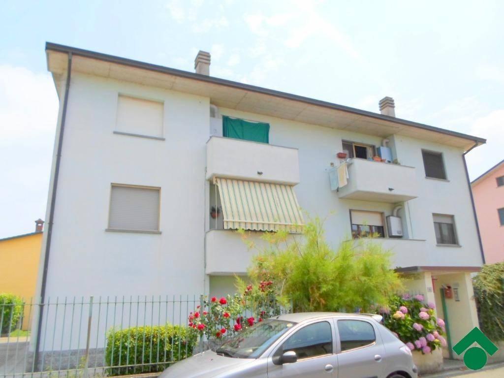 Appartamento in buone condizioni arredato in vendita Rif. 9150281