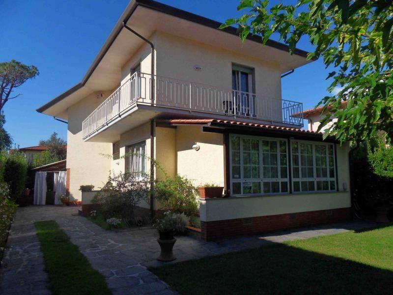 Villa in affitto a Forte dei Marmi, 8 locali, Trattative riservate   CambioCasa.it