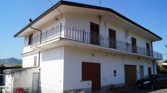 Villa in vendita a Piana di Monte Verna, 6 locali, prezzo € 215.000 | Cambio Casa.it