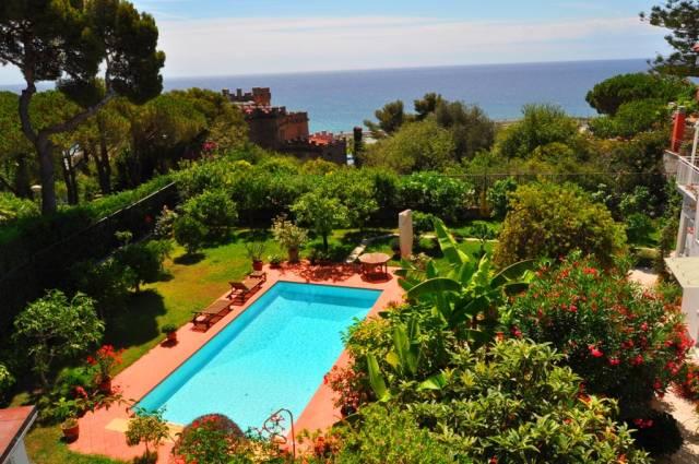 Villa in Vendita a San Remo Semicentro: 5 locali, 455 mq