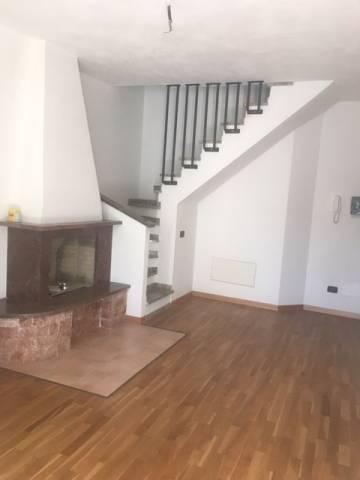 Appartamento in vendita a Follo, 4 locali, prezzo € 162.000 | CambioCasa.it