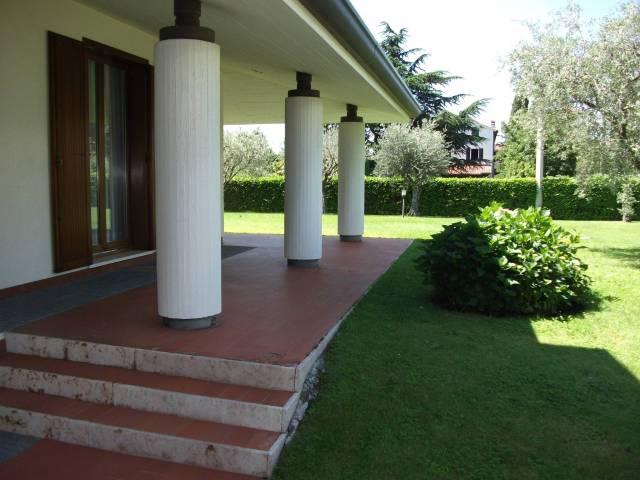 Villa in vendita a Romano d'Ezzelino, 6 locali, Trattative riservate | CambioCasa.it