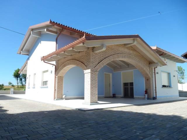 Villa in Vendita a Magliano Alpi