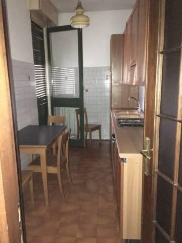 Appartamento in buone condizioni parzialmente arredato in affitto Rif. 5002739