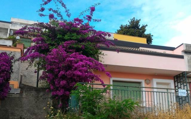Villa in buone condizioni parzialmente arredato in vendita Rif. 4394826