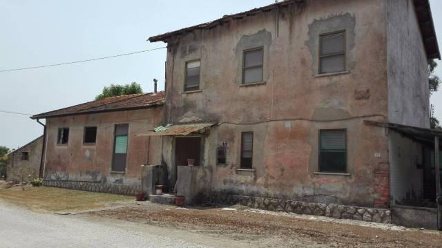 Rustico / Casale da ristrutturare in vendita Rif. 4545557