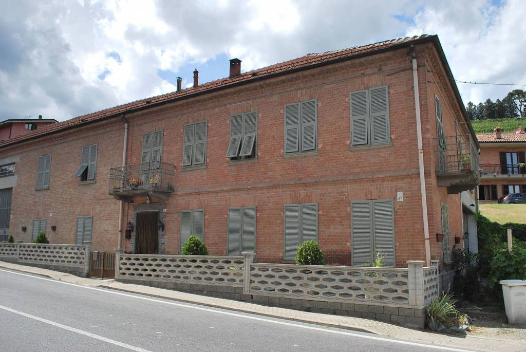 Rustico / Casale in vendita a Neive, 7 locali, prezzo € 159.000   PortaleAgenzieImmobiliari.it