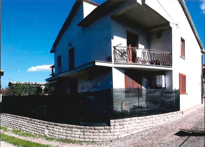 Appartamento in buone condizioni in vendita Rif. 9016370