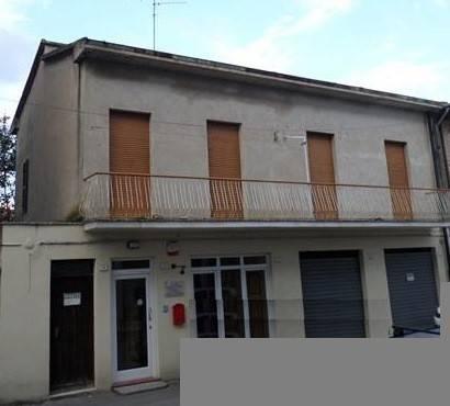 Appartamento in Vendita a Passignano Sul Trasimeno Centro: 3 locali, 90 mq