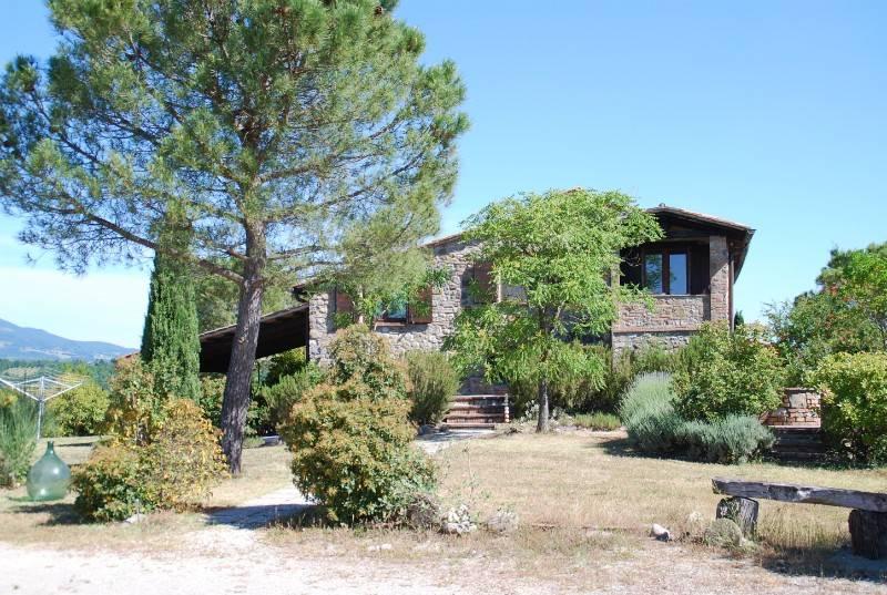 Rustico / Casale in vendita a Fabro, 11 locali, prezzo € 1.300.000 | CambioCasa.it
