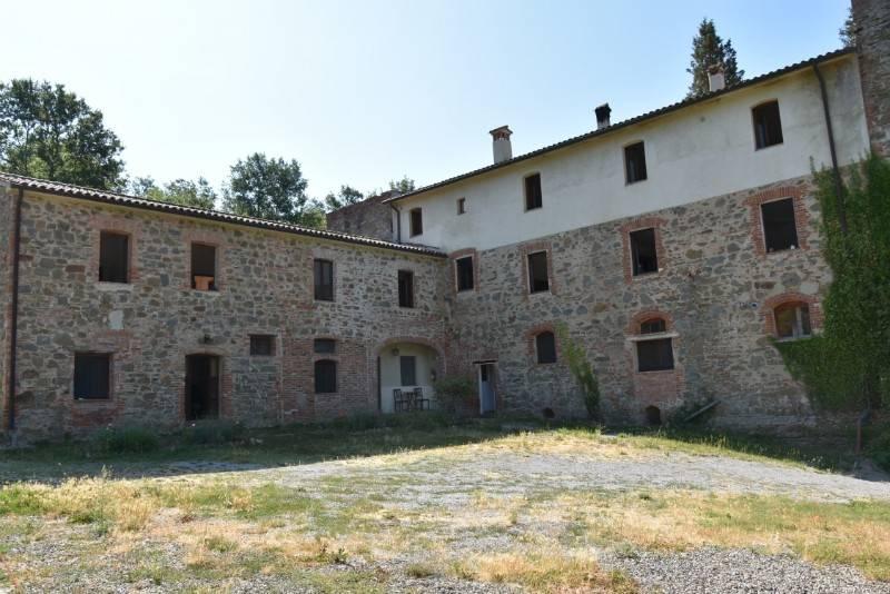 Rustico in Vendita a Citta' Della Pieve Periferia: 5 locali, 700 mq
