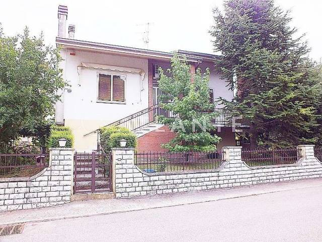 Villa in vendita a San Giorgio di Mantova, 6 locali, prezzo € 135.000 | Cambio Casa.it