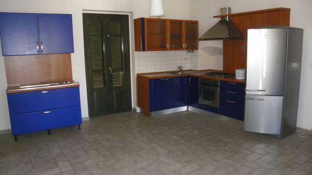 Appartamento in buone condizioni parzialmente arredato in affitto Rif. 6550736