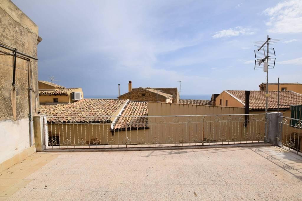 Stabile / Palazzo da ristrutturare in vendita Rif. 8339721