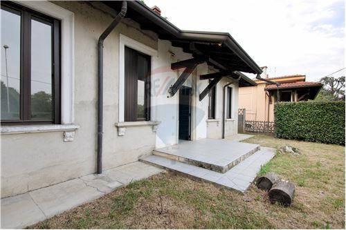 Villa quadrilocale in vendita a Lentate sul Seveso (MB)
