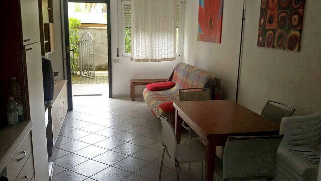 Appartamento in ottime condizioni arredato in affitto Rif. 9289700