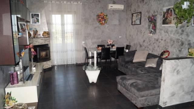 Appartamento in vendita a Piana di Monte Verna, 4 locali, prezzo € 110.000 | Cambio Casa.it