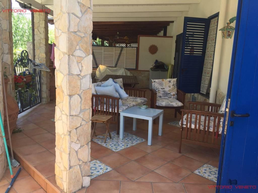 Appartamento in ottime condizioni arredato in vendita Rif. 7253291