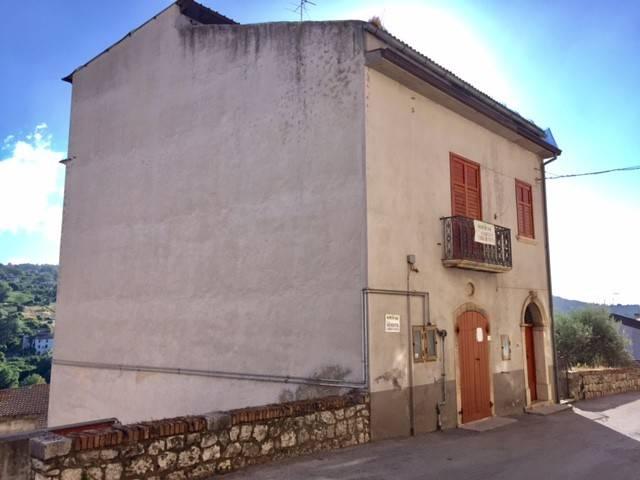 Stabile 6 locali in vendita a Torre Le Nocelle (AV)