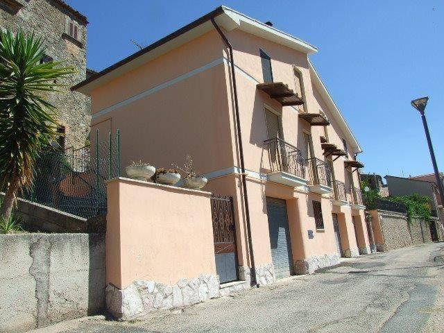 Villa in buone condizioni in vendita Rif. 8828411