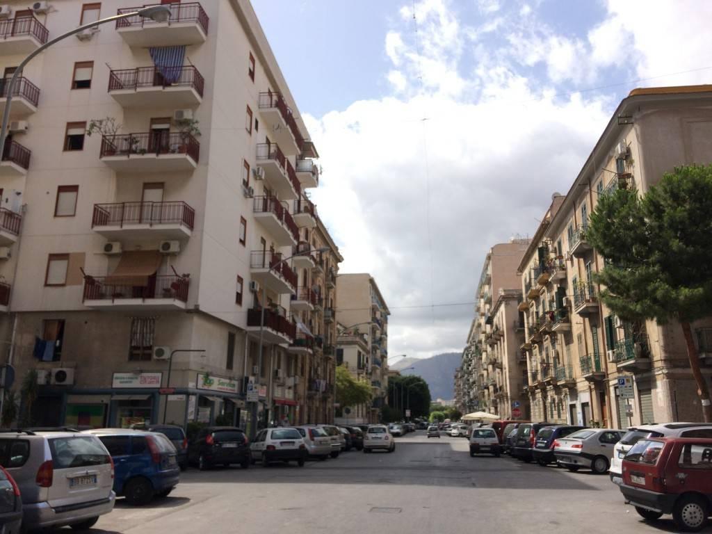 Appartamento in Vendita a Palermo Semicentro: 2 locali, 50 mq