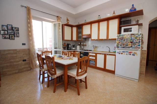 Appartamento in buone condizioni in vendita Rif. 4190109