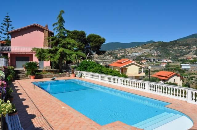 Villa in Vendita a San Remo Centro: 5 locali, 470 mq