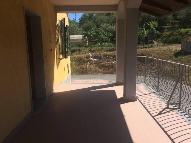 Villa in vendita a Beverino, 4 locali, prezzo € 220.000 | CambioCasa.it