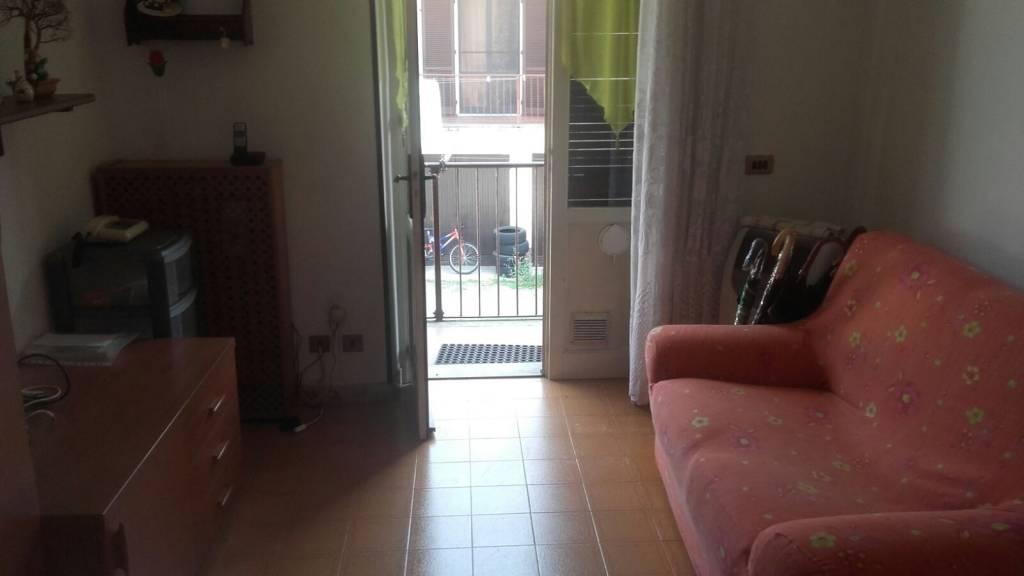 Appartamento in buone condizioni parzialmente arredato in vendita Rif. 4241852